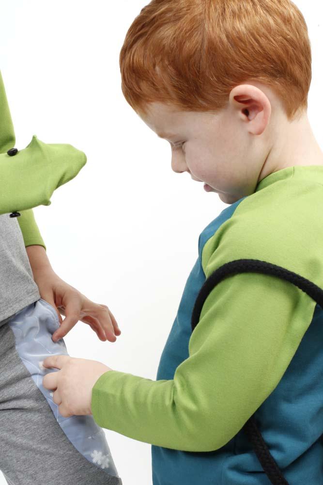 Spielmode-Outfit: Labyrinth-Hose mit Froschi in Grau und Froschi in Blau