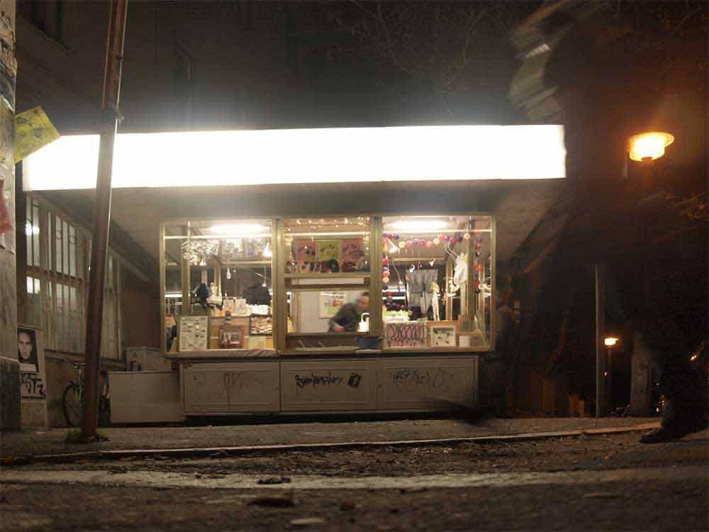 Kiosk bei Nacht