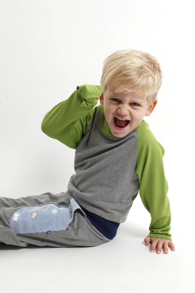 Spielmode-Outfit: Labyrinth-Hose und Froschi in Grau