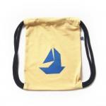 Gelber Rucksack mit Boot